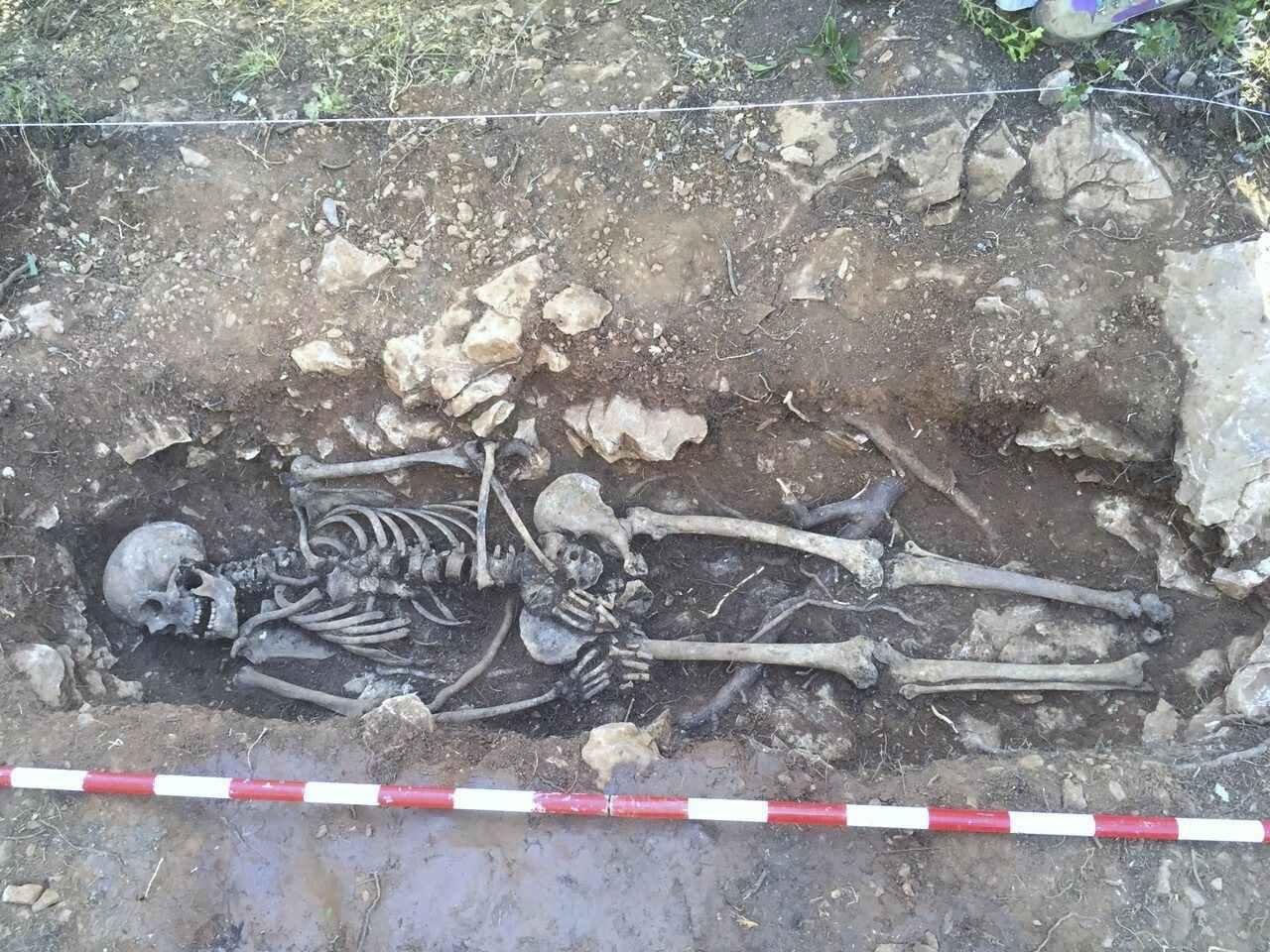 Reportatge sobre l'obetura de fosses de la Guerra Civil al Penedès...