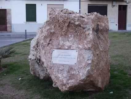 Monòlit a la Lleva del Biberó de Sitges