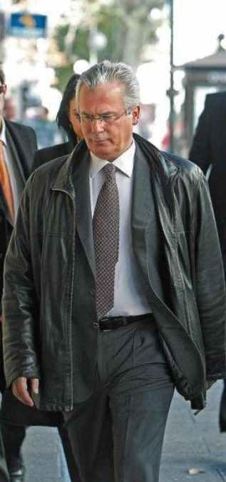 """Garzón insta a siete juzgados a investigar los """"niños robados"""" del franquismo"""